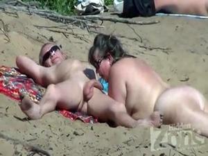 Casais Flagrados Fazendo Sexo Na Praia De Nudismo