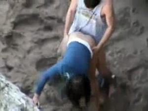 Flagra Na Praia Novinha Transando Com Namorado