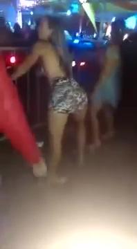 Novinha Pagando Calcinha No Baile Funk