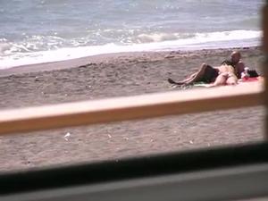 Sexo Na Praia é Flagrado Por Turista Taradinho