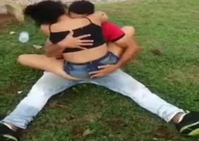 Casal Flagrado No Parque