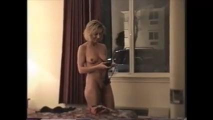 Espiando a mulher do vizinho de lingerie sexy
