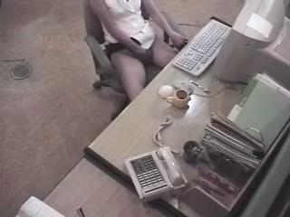 Secretária siriricando sem calcinha na hora do expediente