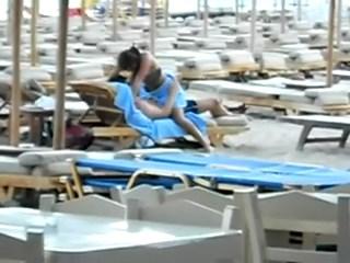Sexo em público com casal fazendo sexo na praia