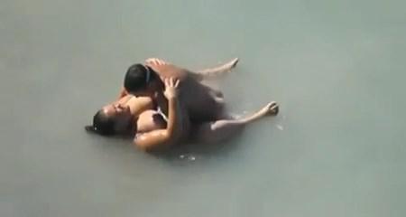 Fazendo sexo na praia com esposa gorda fogosa