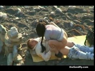 Compilação de foda na praia com vários casais excitados