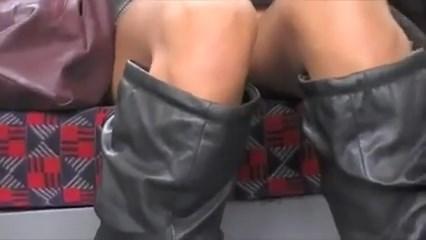 Flagrou gostosa sem calcinha em Londres