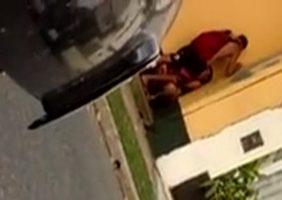 Moça Flagrada Fodendo Com Namorado Na Rua - http://www.flagras.blog.br