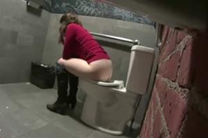 Ninfeta Safada Flagrada Em Câmera Escondida No Banheiro