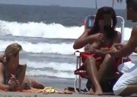 Cariocas Nuas São Flagradas Fazendo Topless Na Praia De Nudismo