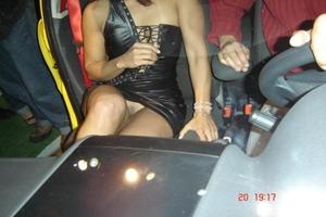 Atriz Porno Gostosa Sem Calcinha Durante Divulgação Em Feira De Automóveis