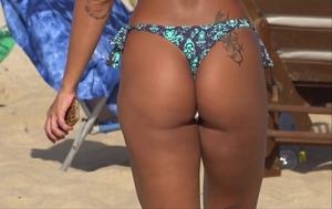 Mulata Carioca Rabuda Desfila De Biquíni Na Praia Do Rio De Janeiro – Flagra Na Praia