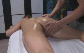 Massageando Novinha