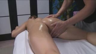 Massageando Novinha Deliciosa Que Acaba Sendo Fodida Com Força
