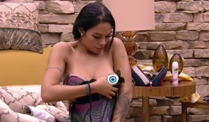 Mayara Motti Pagando Peitinho No Big Brother Brasil 17