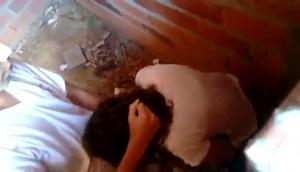Estudante Novinha é Flagrada Pagando Boquete Em Casa Abandonada Na Favela