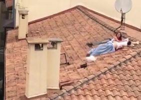 Flagra De Sexo No Telhado Onde A Novinha Leva Rola Dura Na Sua Bucetinha