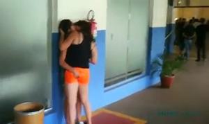 Flagra Novinhas Se Beijando Na Escola Onde Um Colega Registrou Todo o Flagrante