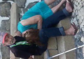 Neto Flagra Avós Transando Na Escadaria Do Bairro e Filma Tudo