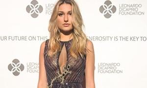 Sasha Meneghel Pagando Peitinho Com Vestido Transparente Durante Evento