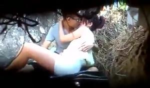 Flagra Sexo Quente Entre Casal Transando Na Matinha No Parque Do Bairro