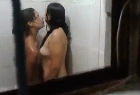 Novinhas Amadoras Se Beijando