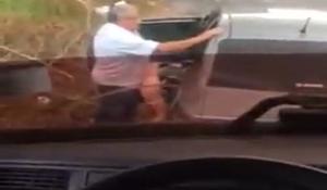 Flagra pastor fodendo fiel no banco do carro a caminho da igreja