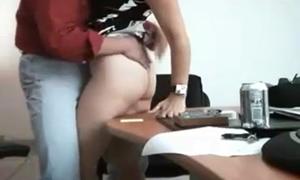 Flagrante amador de sexo no trabalho entre casal de secretários fodendo
