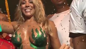 Carnaval brasileiro o lugar de mulher gostosa e muitas famosas nuas