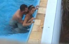 Flagra de sexo na piscina