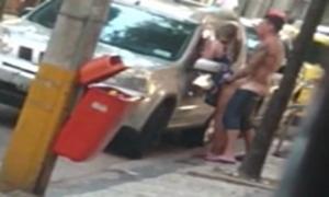 Flagras de sexo amador comendo a loira gata no meio da rua