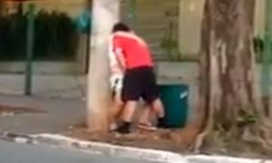 Flagras de sexo em público – Casal transando na calçada de casa
