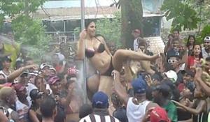 Flagras do carnaval mulheres ficam peladas na festa da mangueira