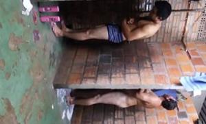 Flagras gays – Safados pelados no banheiro da firma na hora da saída