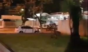 Videos de flagras de sexo – Casal transando na madrugada no quintal da empresa