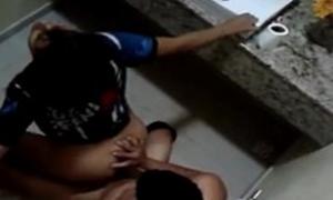 X videos flagras comendo a novinha no banheiro da escola