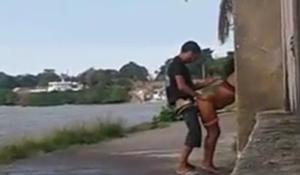 Flagras de sexo nas ruas entre casal de moradores de rua transando