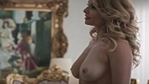 Rita Guedes nua exibindo seios na mini série da globo