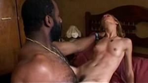 Silvia Lourenço nua em cenas de sexo com Aílton Graça