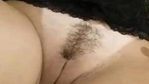 Pirulito na bucetinha da loira amadora sem calcinha