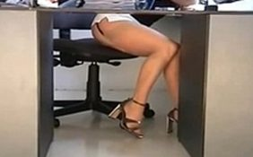 secretária gostosa de mini saia