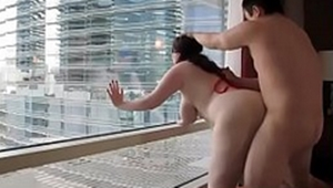 Flagra gordinha transando na janela do apartamento com amante