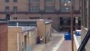 Flagra casal fodendo na rua em plena luz do dia quente