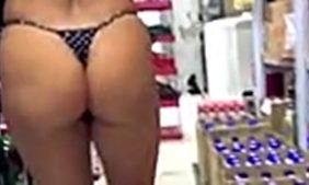 gostosa na loja de conveniências