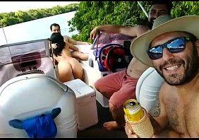 Flagras reais de sexo safada chupando no barco