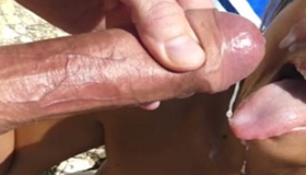 Flagras gozadas na boquinha da namorada puta na praia
