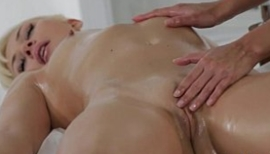 Massagem relaxante entre amigas liberais gostosas