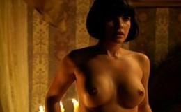 Atriz da globo pelada exibe peitos em cenas de sexo