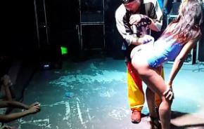 Flagra favelada gostosinha dando seu show no baile funk