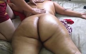 Massageando gordinha gostosa pelada louca de tesão